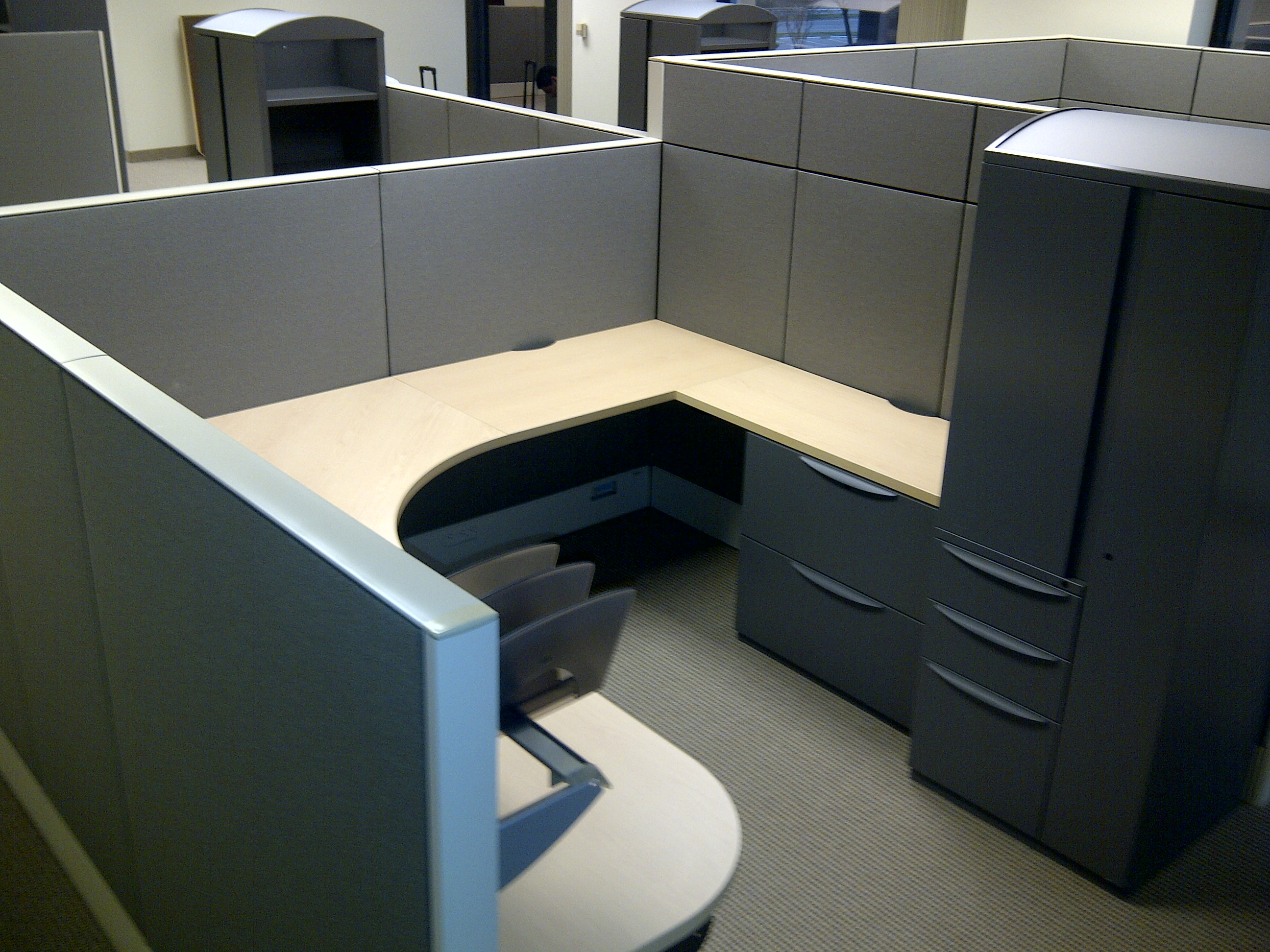 HAWORTH Premise 'Enhanced' 4-Workstation Cluster 3580.00   + InYourOffice gives you (4) Mesh Task Chairs FREE!